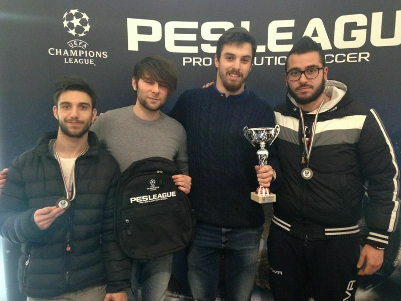 pes-league-2016-podio